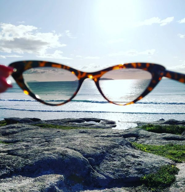 En tendencia y a la ultima con tus gafas de sol